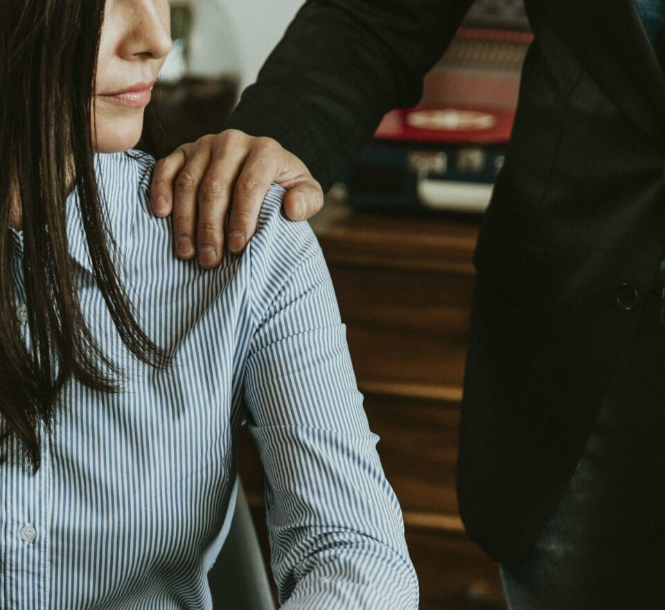 therapists work closely with woman to help anxiety