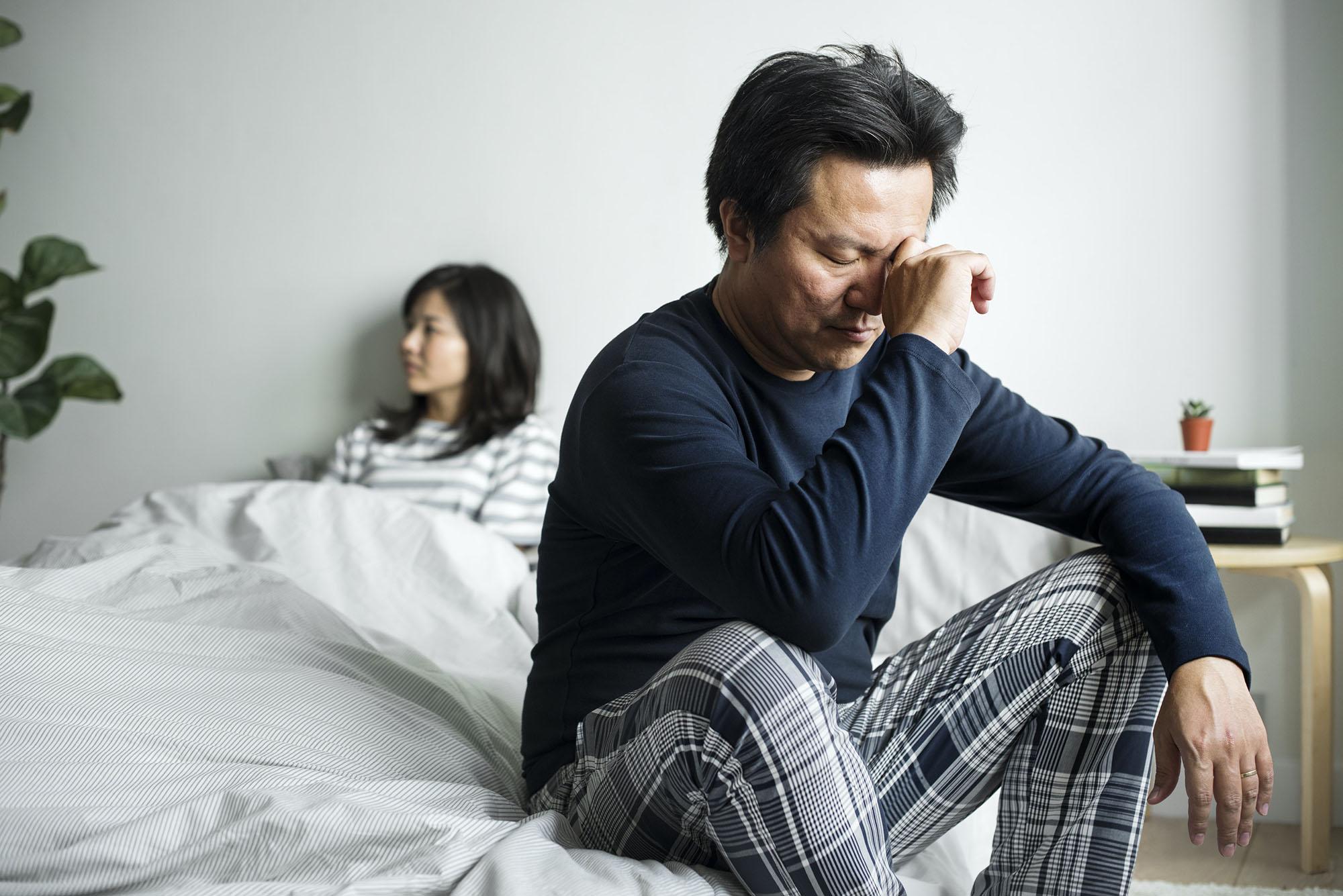 couple ayant des défis et des problèmes relationnels