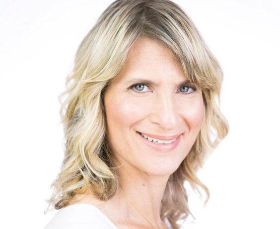 Headshot of Lezlee Lindzon